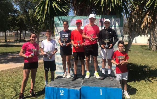 Dani Maldonado y María Urquiza, campeones provinciales de tenis en categoría infantil