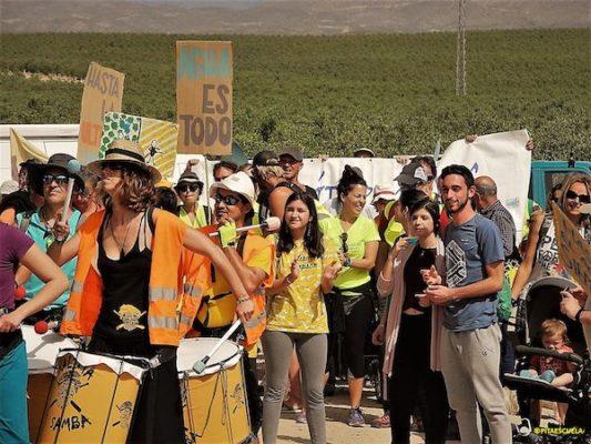 No faltó el ambiente lúdico en la marcha reivindicativa del domingo por la N-340