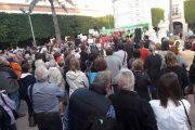 Cerca de un millar de almerienses se concentra contra la eliminación de los árboles de la Plaza Vieja