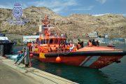 Desembarcan en Almería 94 personas rescatadas de dos pateras en el mar de Alborán
