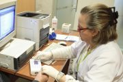 El sistema flash de control de glucosa llega a 65 menores con diabetes en Almería