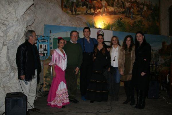Tania Santiago y Julio González junto al jurado y la coordinadora del IAJ