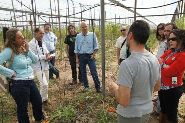 EQUO visitando invernadero . permacultura
