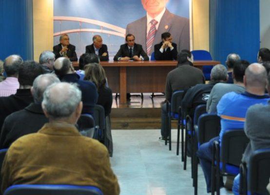 Reunión de Alonso, Amat pescadores en Roquetas de Mar . PP