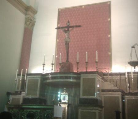 retablo del Cristo de la Luz iluminado
