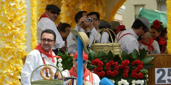 Alegría en la fiesta más participativa de El Ejido, tanto en las carrozas como en la calle