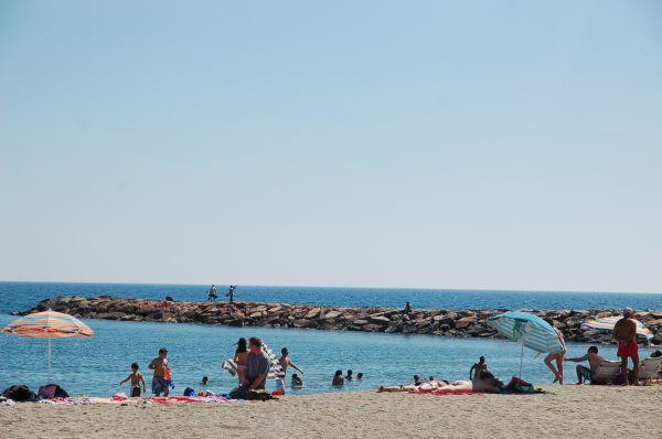 El Ejido establece 8 metros cuadrados como distancia mínima de seguridad en sus playas