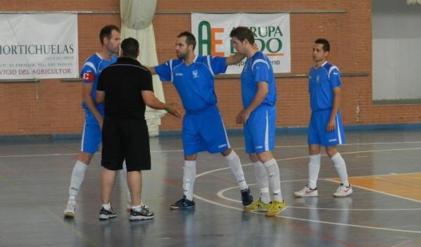 Jugadores y técnico del CD Vícar en un partido de liga