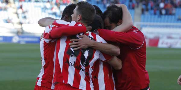 La UD Almería celebra el gol segundo gol, obra de Aarón, ante el líder de la Liga Adelante, el Deportivo de la Coruña