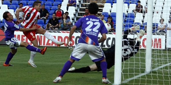 Aarón Ñíguez, nacido en Elche, marca el único tanto de la UD Almería ante el CD Guadalajara