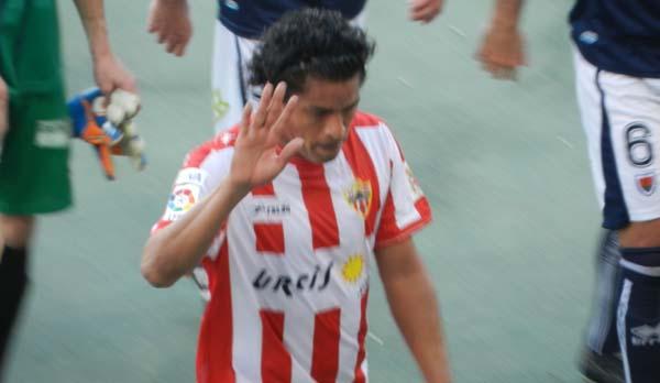 El central de la UD Almería se marchará para jugar con la selección de Perú y que quedará en su país