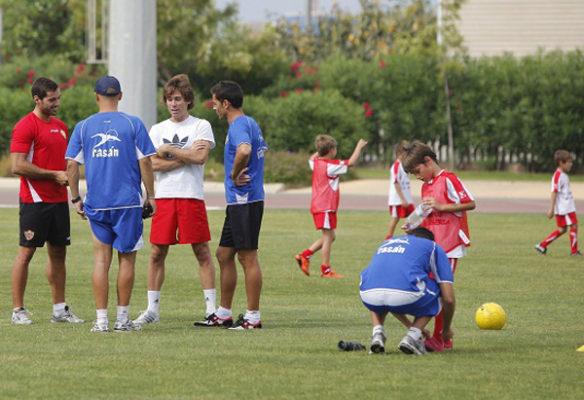 Corona, Francisco, Trujillo junto a los niños y técnicos del Campus