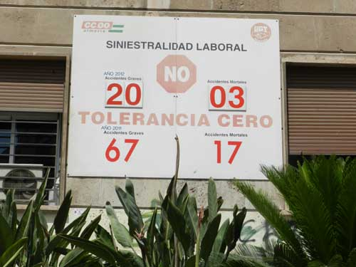 Situado en la esquina del edificio sindical de Almería, éste es el aspecto del contador de accidentes laborales a día 29 de mayo de 2012