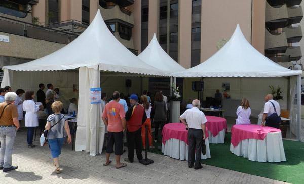 Se ha ubicado una carpa informativa en un lugar céntrico de la ciudad de Almería
