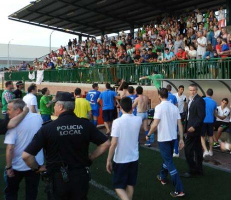 El público de la AD Huércal reconoció la superioridad manifiesta del Linares Deportivo