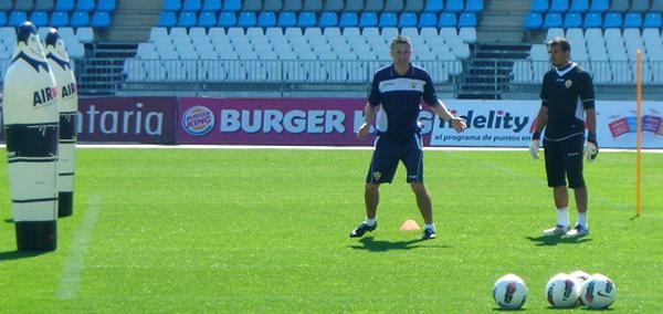 González vino como preparador de porteros junto a Esteban Vigo, y comparte el trabajo con Ángel Férez