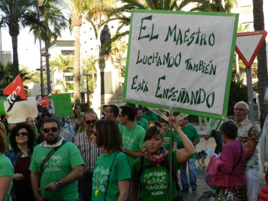 La manifestación de Almería ha reunido a 8.000 participantes defendiendo la educación pública