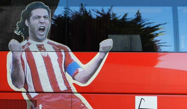 La imagen de furia de Ortiz Bernal imprime carácter al autobús de la UD Almería
