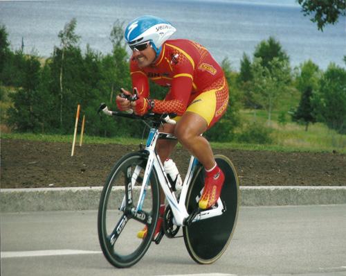 Juan Emilio Gutiérrez 'Richard' es un ejemplo de superación y de amor al deporte, en su caso el ciclismo adaptado