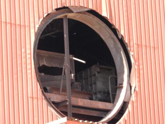Los interiores de los edificios del Toblerone en Almería guardan todavía muchos enseres