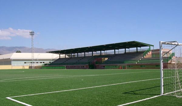 El aforo de 2.000 espectadores del Estadio Municipal de Huércal de Almería lo puede dejar pequeño en la promoción a Tercera División