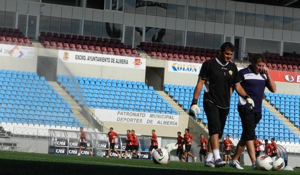 Ángel Férez, campeón de la Eurocopa de Austria y Suiza con España, seguirá otra temporada más en la UD Almería