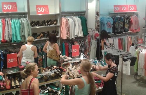 Todo el género de varios comercios de Almería se ha puesto a disposición de los clientes con grandes descuentos