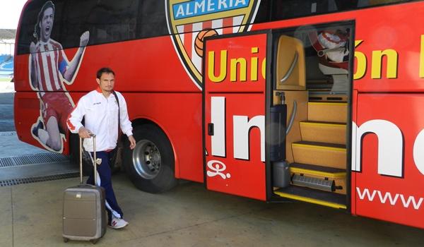 La maleta de Carlos García lo ha alejado de la Unión Deportiva Almería y lo ha llevado al Maccabi Tel-Aviv de Israel