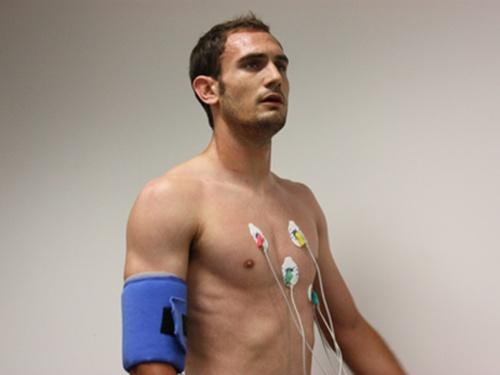 La fortaleza física ha sido un valor en Carlos García, que pasó reconocimiento médico con Maccabi Tel-Aviv