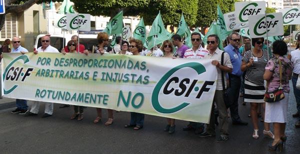 El Paseo de Almería fue el lugar elegido por CSIF para su marcha contra los recortes de la Junta de Andalucía