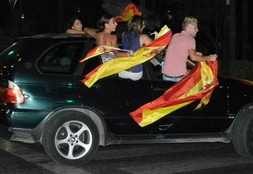 El pase de España a la final de la Eurocopa ha desatado la pasión en la noche almeriense