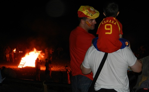 La felicidad de una noche de fiesta como la de San Juan fue completa con el triunfo de España ante Francia en la Eurocopa