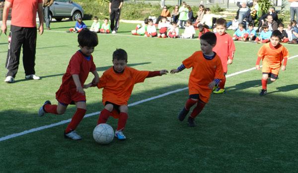 Los alumnos más pequeños de la Escuela de Fútbol 'Tito Pedro' del Pavía han aprendido mucho en la temporada