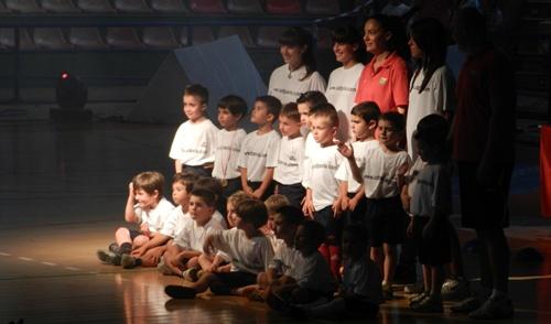 Los equipos que componen la Escuela 'Tito Pedro' formaron para hacerse su foto de rigor