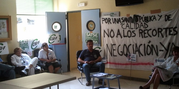 Los sindicatos sanitarios recibirán el Decreto andaluz de recortes en el sector encerrados en Torrecárdenas y La Inmaculada