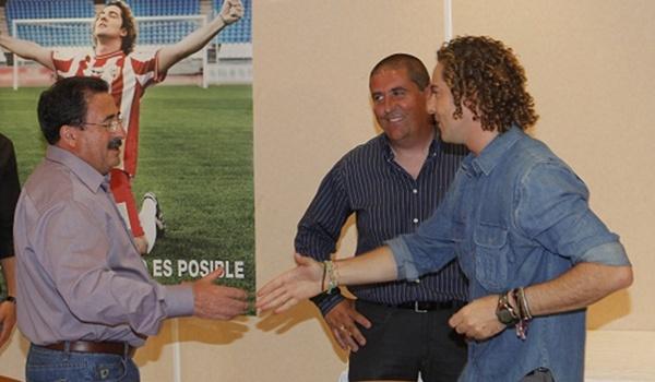 El más internacional de los artistas almerienses, David Bisbal, es socio de honor de la UD Almería