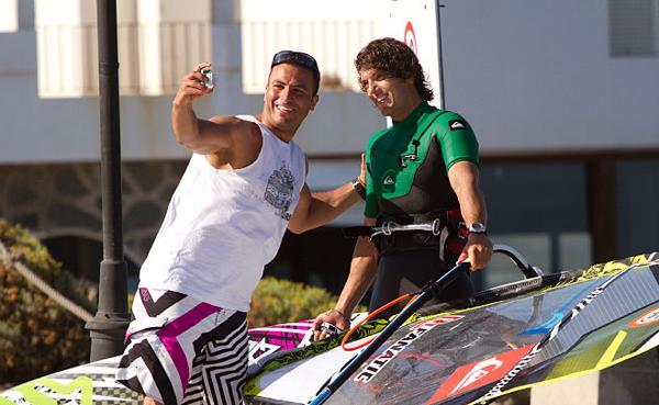 Víctor Fernández comienza el asalto al Campeonato del Mundo en el Gran Canaria Wind&Waves Festival