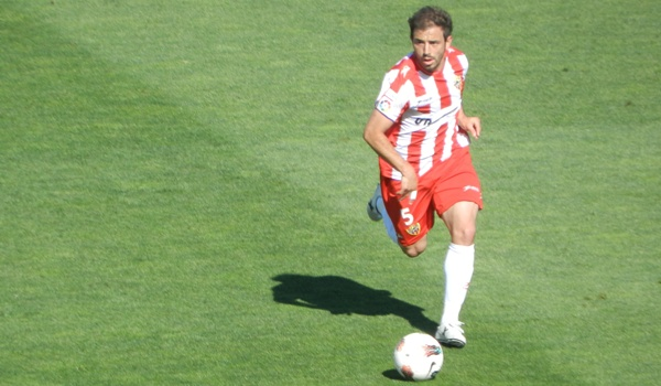 El mediocentro argentino de la UD Almería forzará la salida del club rojiblanco