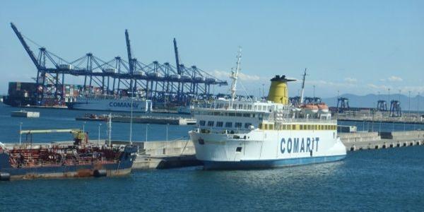Tras siete meses atracado en el puerto de Almería, la tripulación de Comarit inicia huelga de hambre