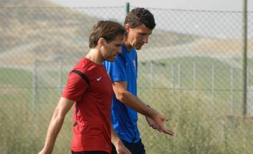 Miguel Ángel Corona cumplirá la séptima temporada en el Almería con brazalete de capitán