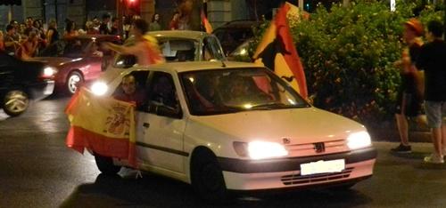 La celebración de Almería ha llevado el triunfo de la Eurocopa hasta bien entrada la madrugada