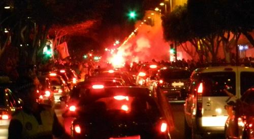 Miles de almerienses se han echado a la calle para disfrutar de un gran ambiente por 'La Roja'