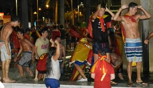 La fuente de la plaza de Las Velas de Almería es ya lugar de culto deportivo en la ciudad