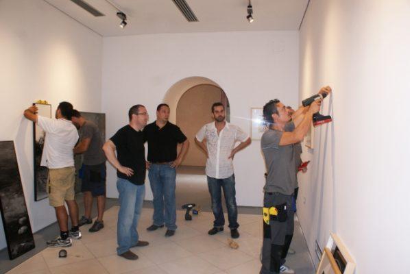 Garcia Ibañez y Martin Robles supervisan el montaje del Museo Ibañez de Melilla