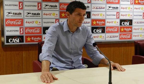 El nuevo míster de la UD Almería no está preocupado por la marcha en la confección de la platilla