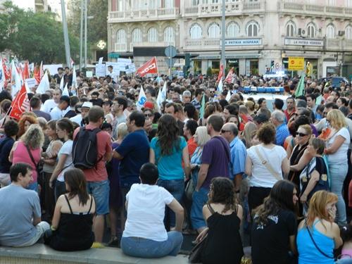 Tras la abdicación del Rey, colectivos sociales de Almería piden un referéndum desde Puerta Purchena