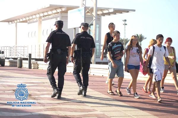 La Policía Nacional se ha encargado de difundir una serie de consejos para no sufrir un delito durante el verano