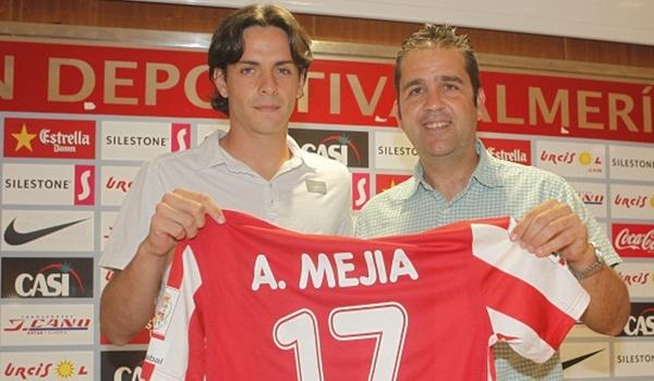 El nuevo jugador de la UD Almería, Álvaro Mejía, ya piensa en el ascenso