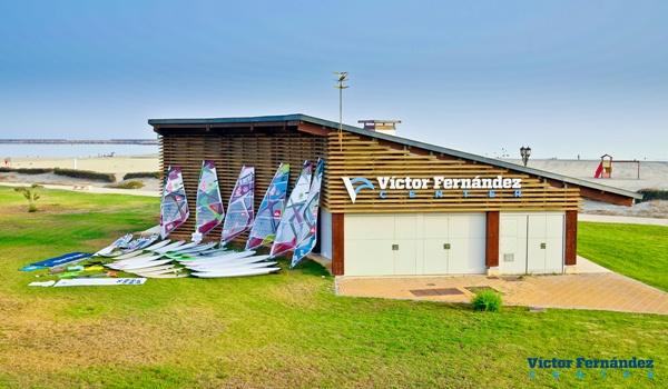 El campeón del mundo de windsurf en 2010 abrirá un center en su localidad natal