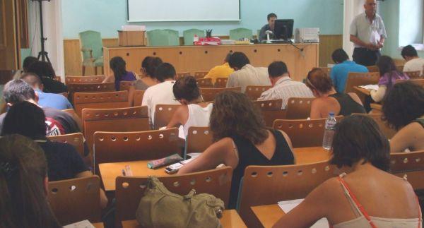 Alumnos de la UNED Almería durante un examen